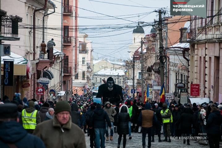 У Чернівцях маланкарі заполонили вулиці міста