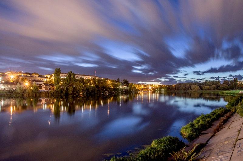 Вечірня набережна (фото: Павло Лебедєв)