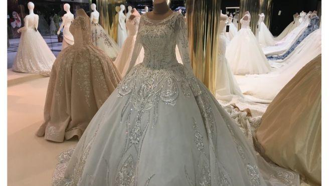 З Буковини до Африки  як українська весільна сукня мандрує світом 09598b4fa418d