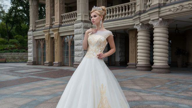 З Буковини до Африки  як українська весільна сукня мандрує світом 479a68ee74b29