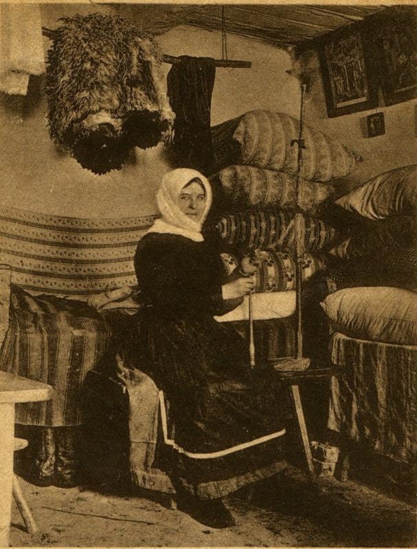 Як виглядали українки 100 років тому