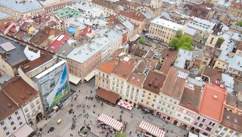 Вид з оглядового майданчика Львівської Ратуші © skyscrapercity.com