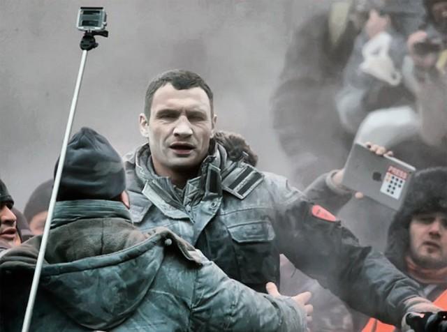19 січня, Кличко облили з вогнегасника. Фото з сайту orbitnetwork.ru.