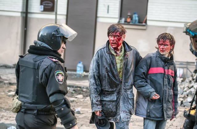 18 лютого, постраждалі в боях батько і син, обидва – викладачі КПІ. Фото з сайту metro.co.uk.