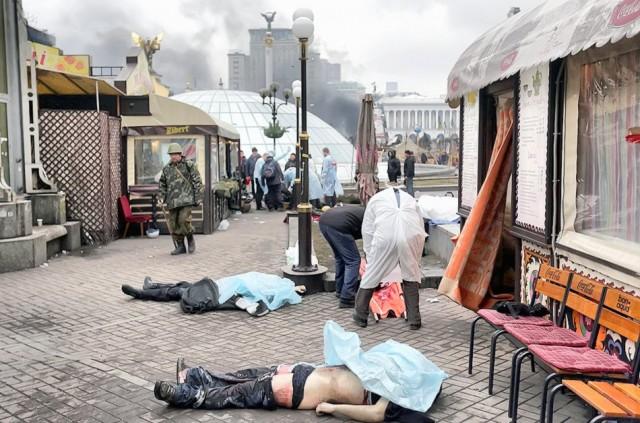 20 лютого, тіла загиблих на Майдані. Фото Reuters.