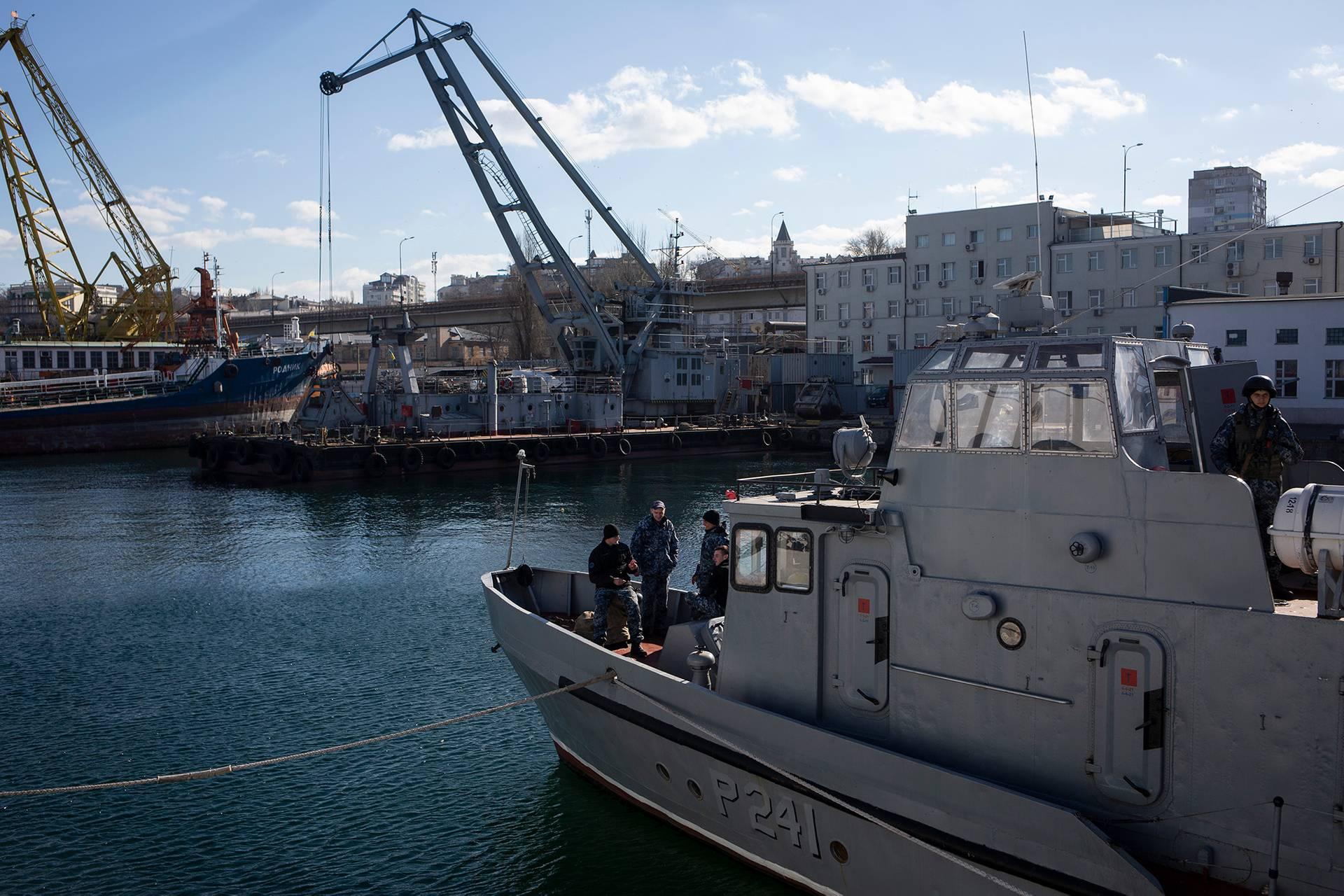 Команда катера «Гола пристань» на палубі на базі ВМС України в Одесі, 1 березня 2019 року