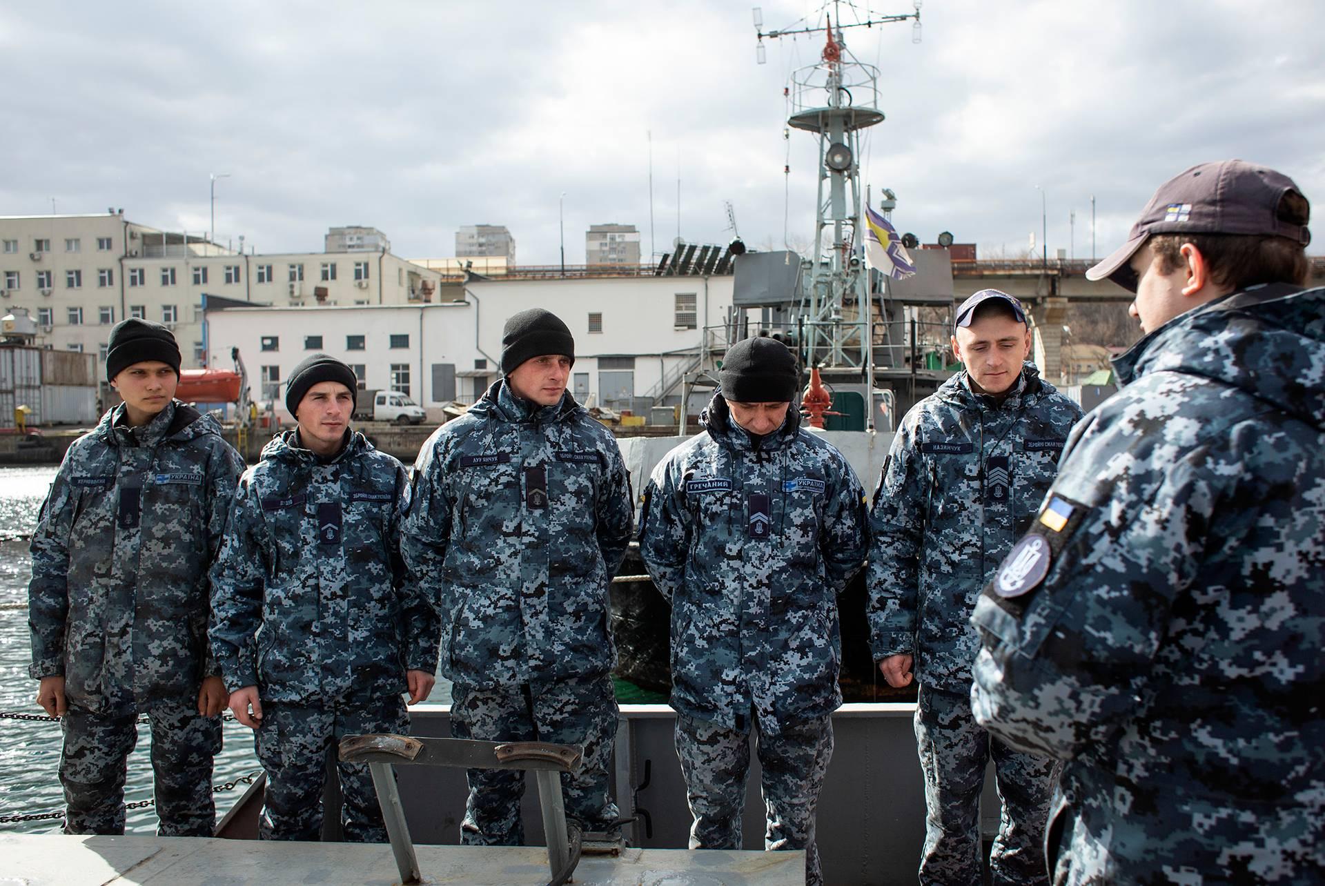 Члени команди катера «Гола пристань» на ранковому шикуванні, Одеса, 1 березня 2019 року