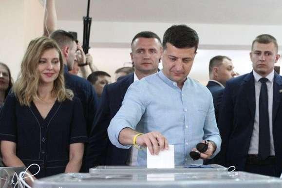 Зеленський заявив, що у нього вже є люди, які можуть претендувати на місце прем'єрміністра - Зеленський поховав надії на прем'єрство Тимошенко, Гройсмана і Смєшка