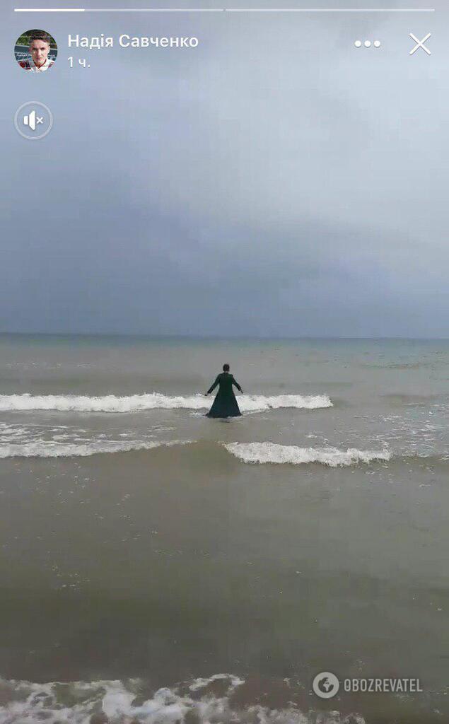 Савченко просто у сукні занурилася у море