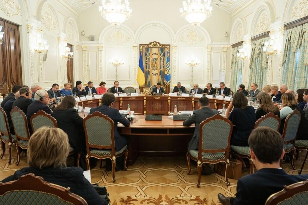 Зеленський запропонував перехідне правосуддя для Донбасу