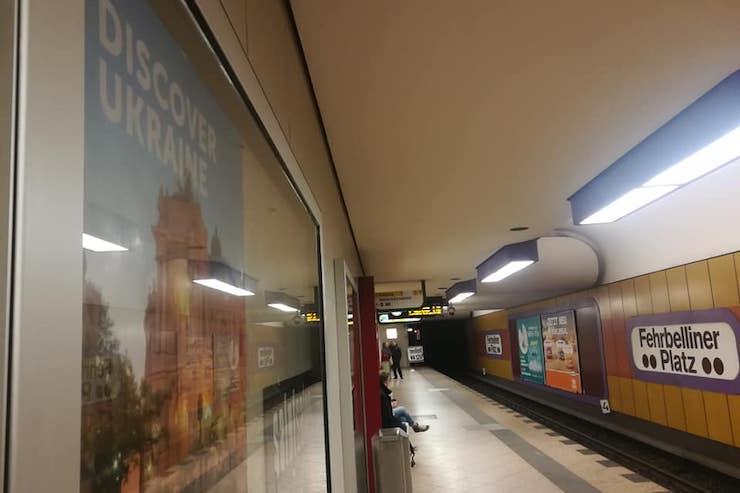 На 76 станціях метро Берліна розмістили плакати з Україною