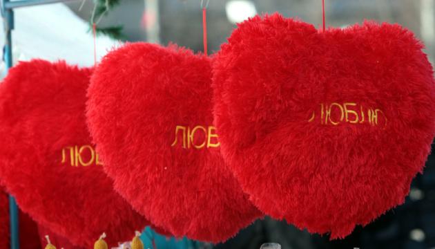 На святого Валентина шлюби реєструватимуть удень і вночі