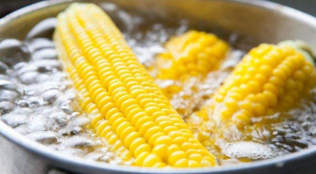 Як приготувати кукурудзу в каструлі - фото 265863