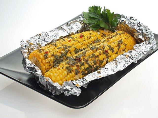 Як запекти кукурудзу в духовці - фото 265867
