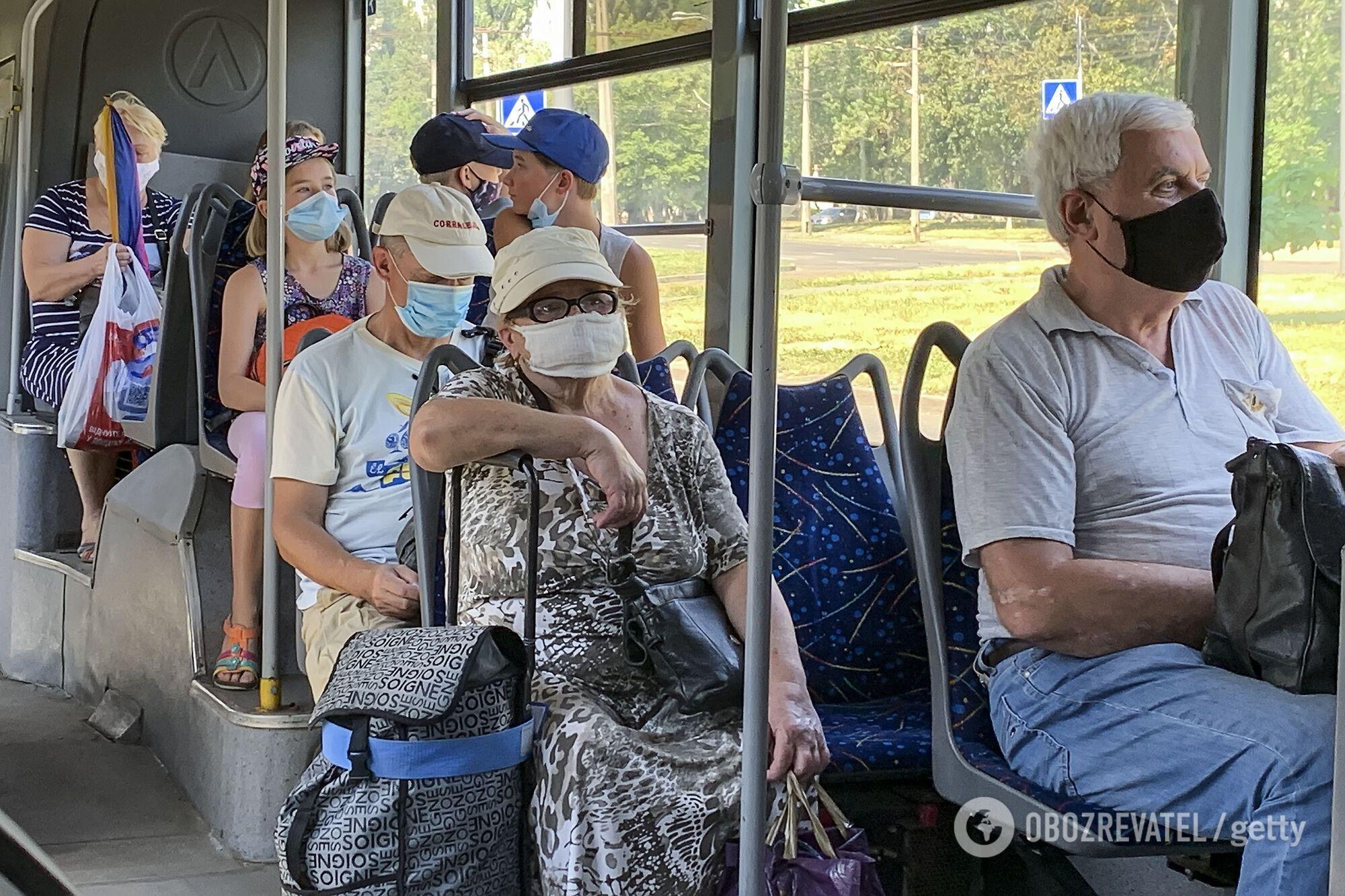 """У регіонах """"червоної"""" зони знову заборонять роботу громадського транспорту"""