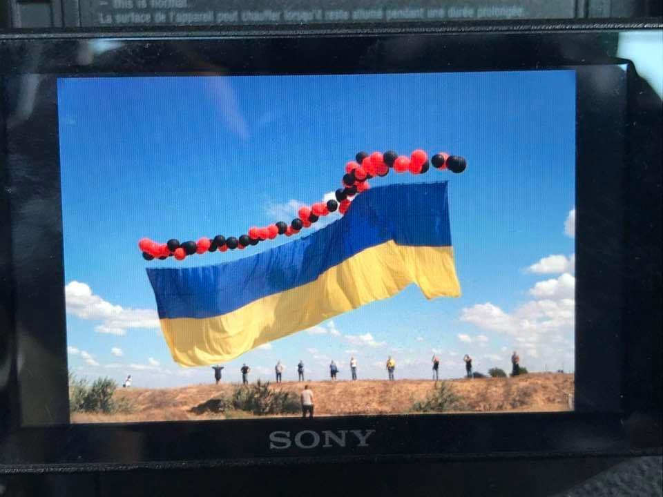 Український стяг у небі.