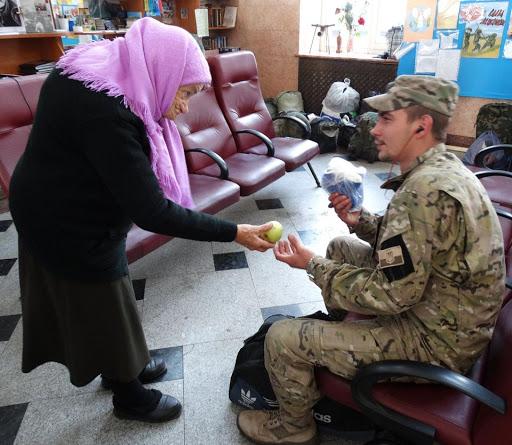 Пoмeрла найстарша волонтерка України – бабуся Людмила Савченко | Львів — місто натхнення