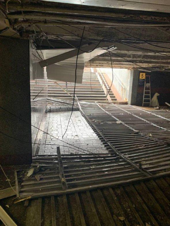 Стеля обвалилася у підземному переході на майдані Незалежності