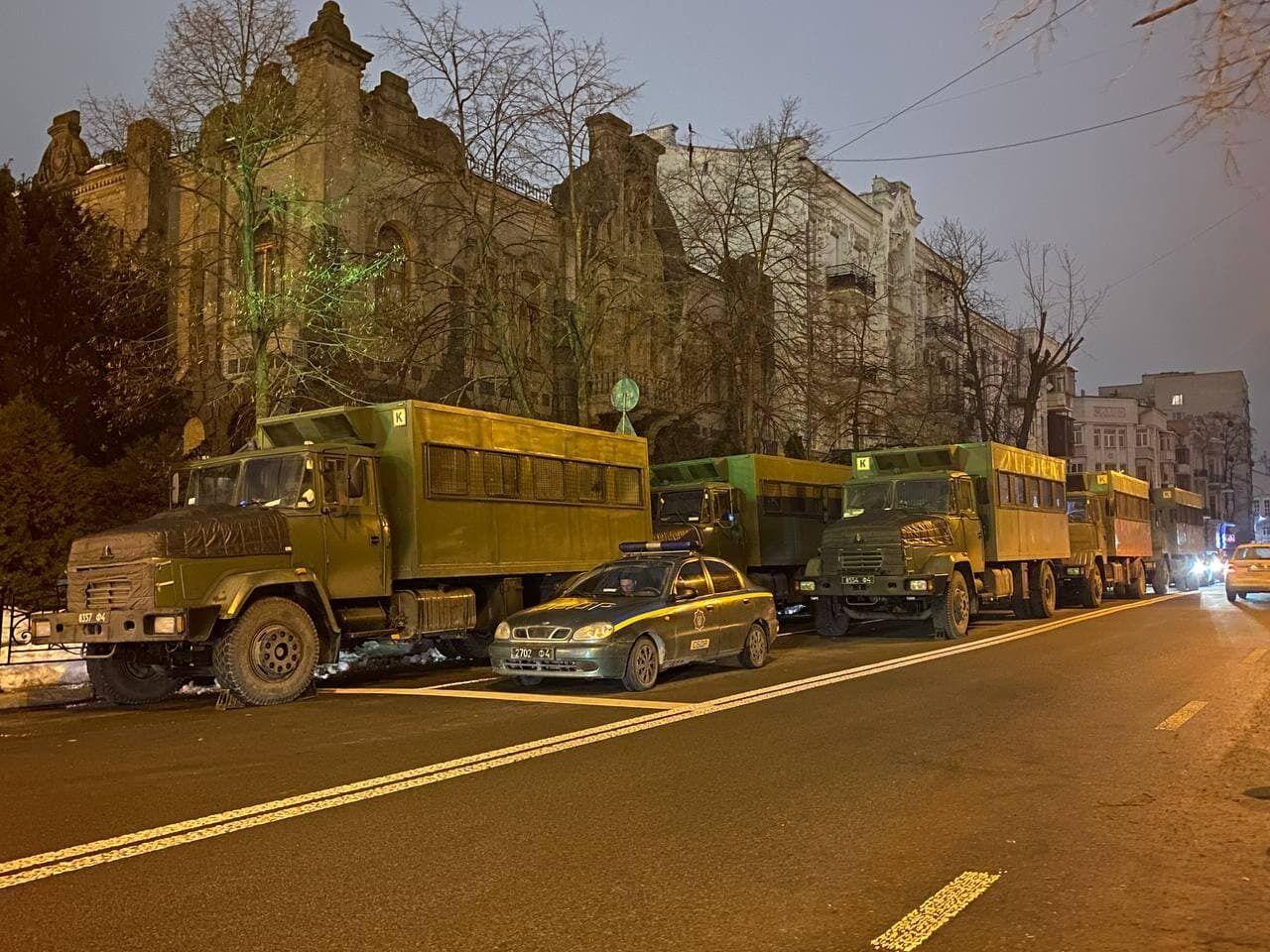 Машини військових під ОП.