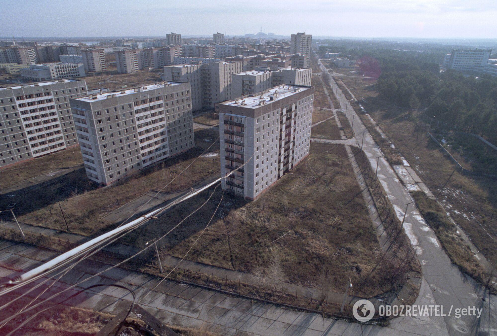 Багатоквартирні будинки в покинутій Прип'яті, листопад 1995 року
