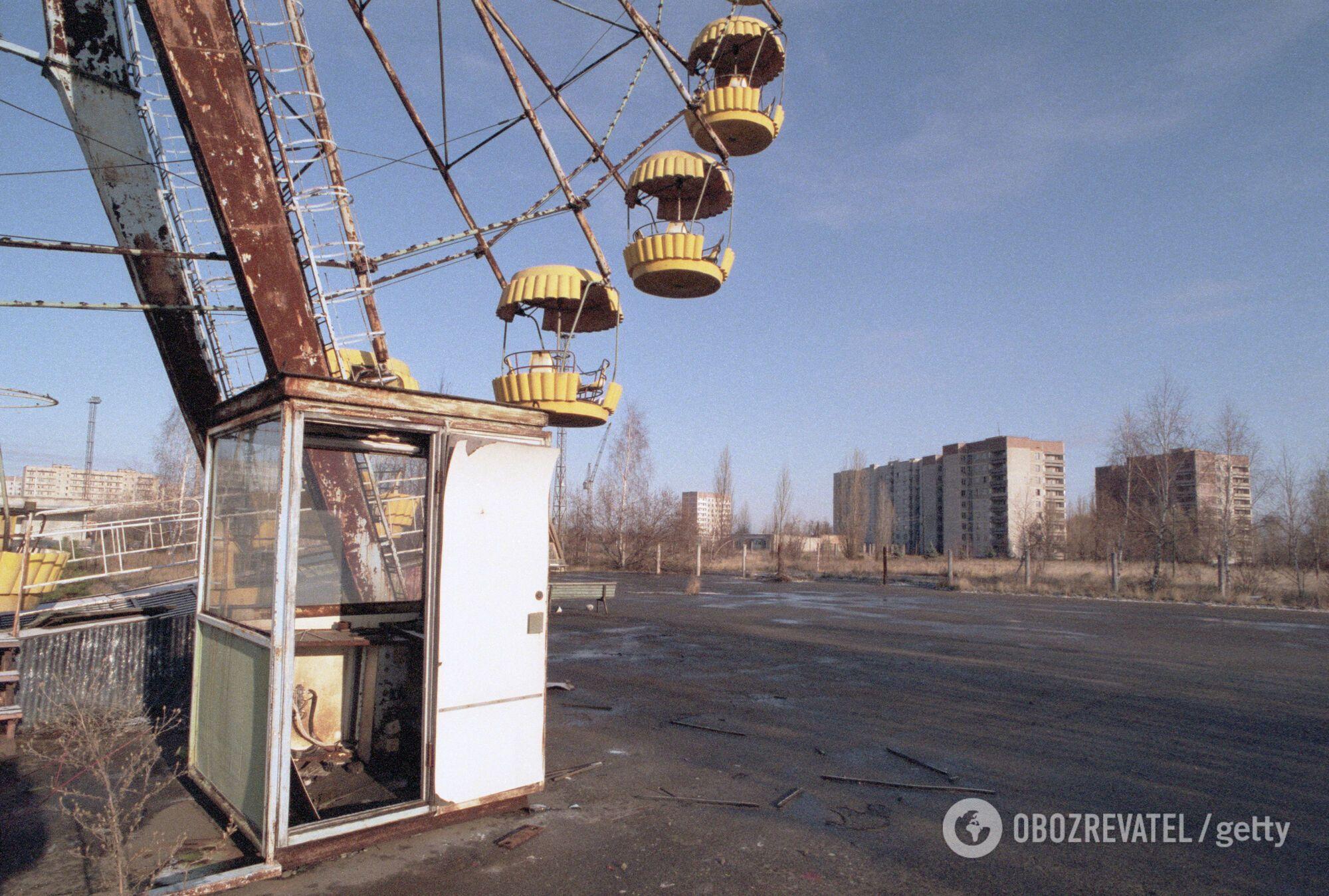 Покинуте колесо огляду в Центральному парку Прип'яті, листопад 1995 року