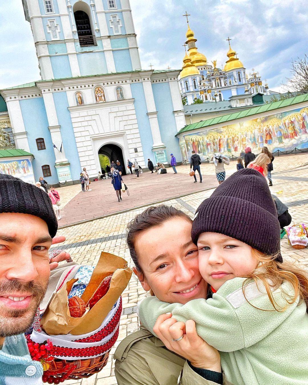 Бедняков поділився спільним фото з дружиною і донькою