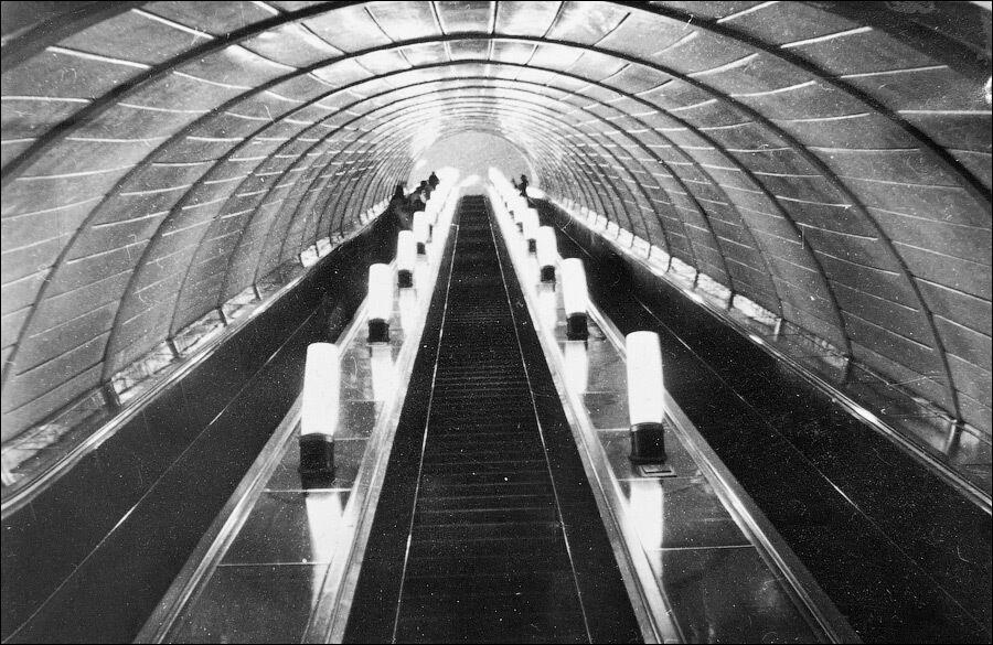 """До 1 травня 1990 року пасажири могли потрапити на """"Золоті ворота"""" тільки через """"Театральну""""."""