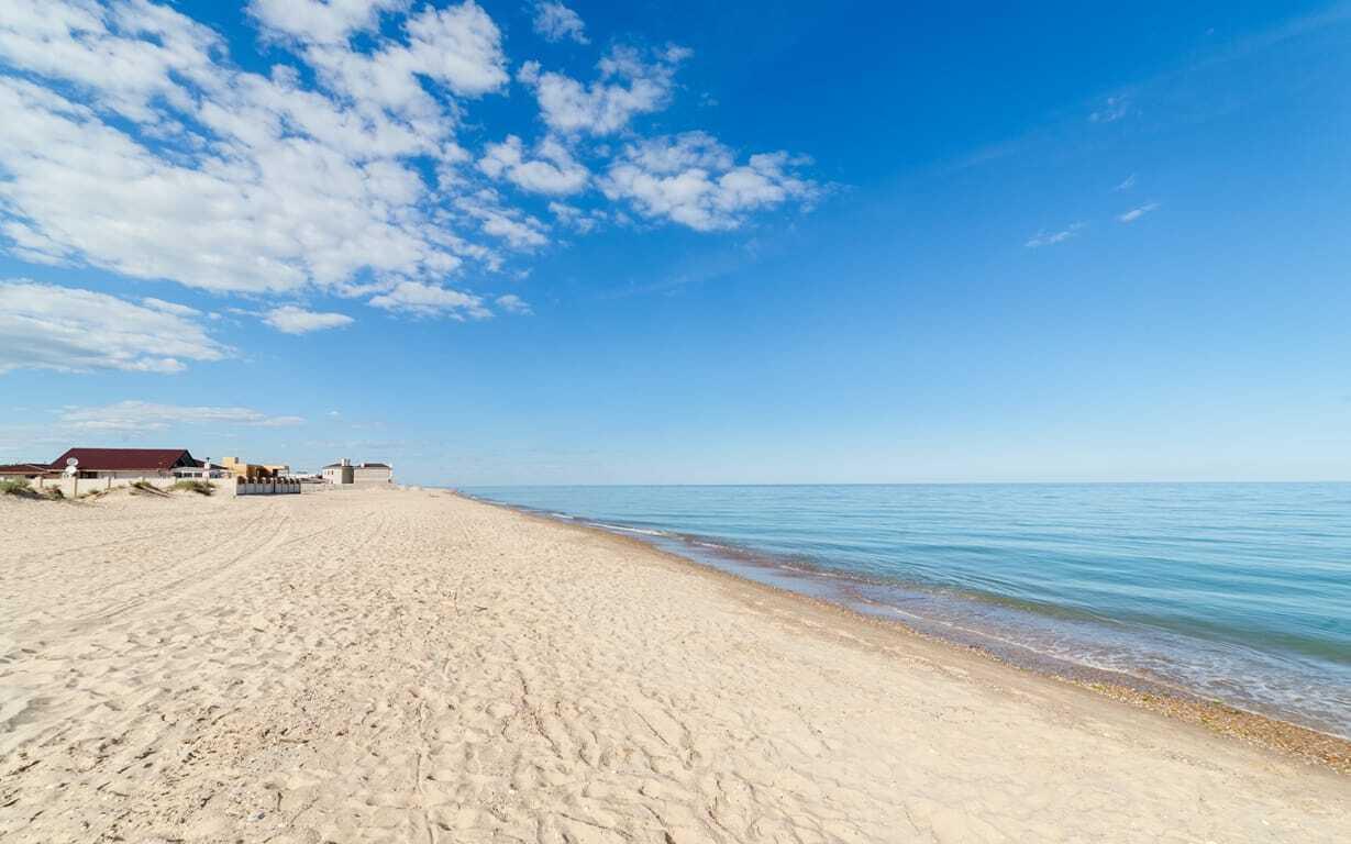 Пляжі в Кароліно-Бугаз – одні з найчистіших на узбережжі
