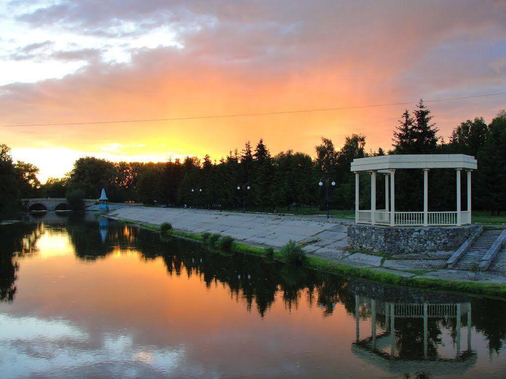 Місто Хмільник славиться своїми радоновими мінеральними водами та лікувальними грязями
