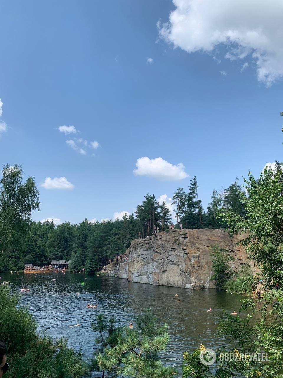 Озеро утворилося після того, як закинули кар'єр.