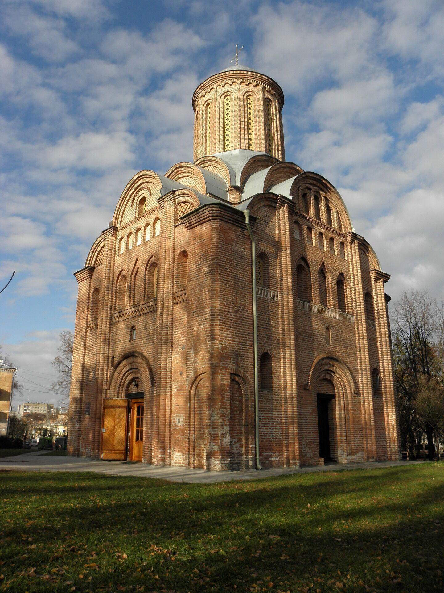 У Чернігові багато старовинних церков.